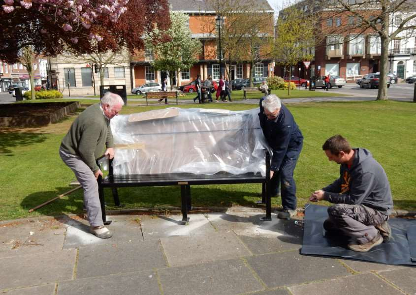 Installation of Nick's bench in the centre of St Peter's Hill. Photo credit: Bruce Wells.