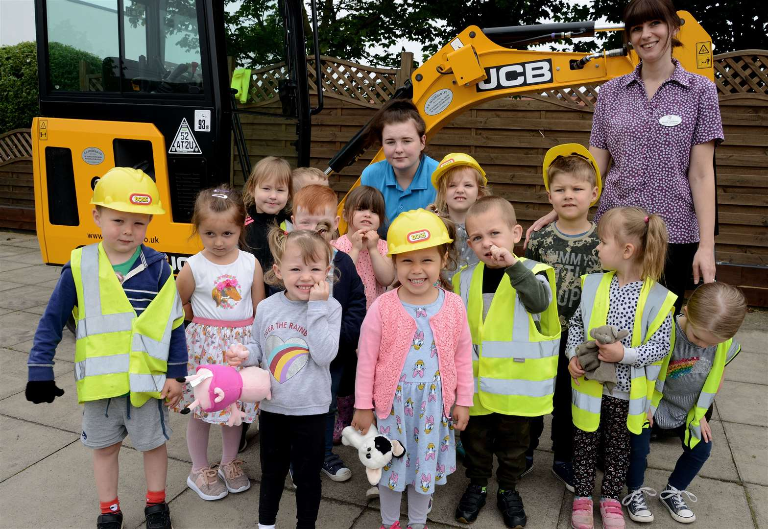 Grantham nursery delighted with JCB digger visit