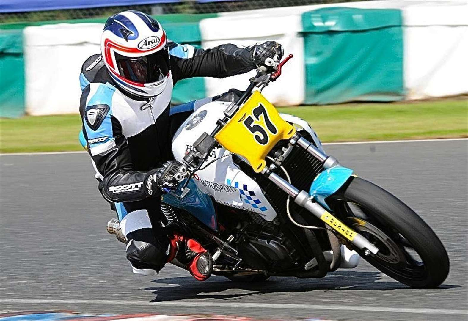 Thundersport racer Dave crashes out at Mallory Park
