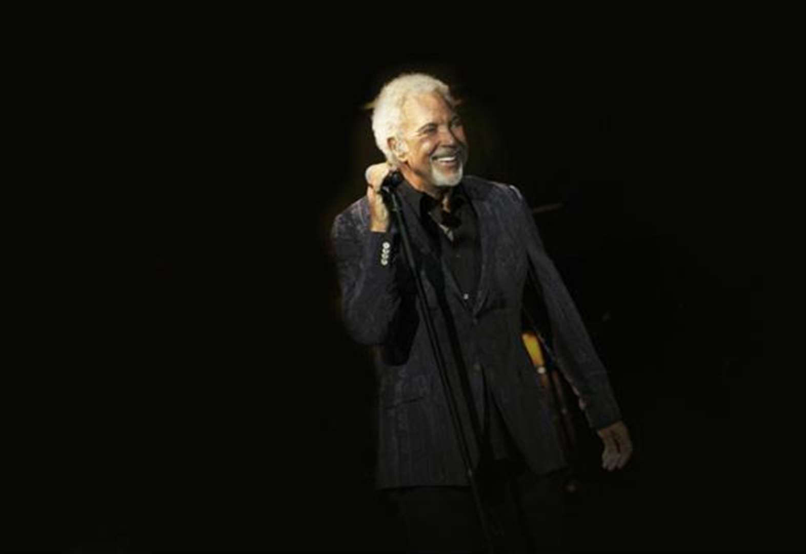 Singing legend Tom Jones cancels Belvoir Castle gig after falling ill