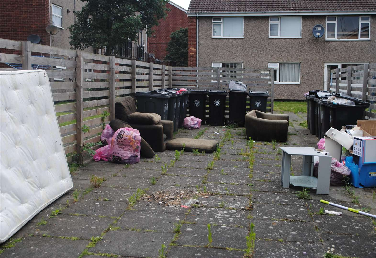 Neighbours' anger at overflowing bins on Grantham street