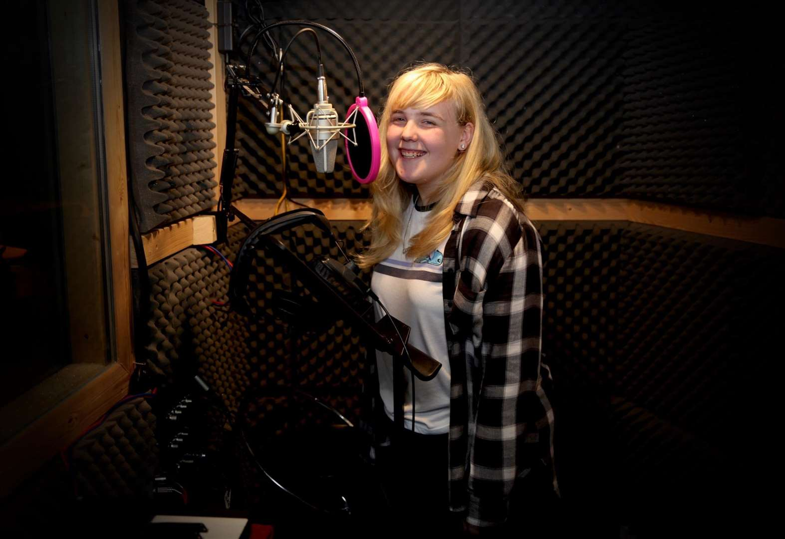 Grantham teenager records her own Christmas song