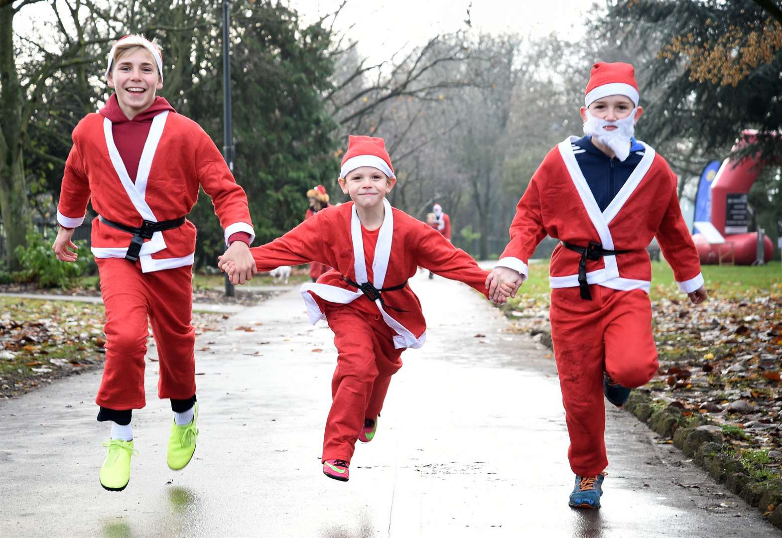 Watch the Grantham Santa fun runners in this video