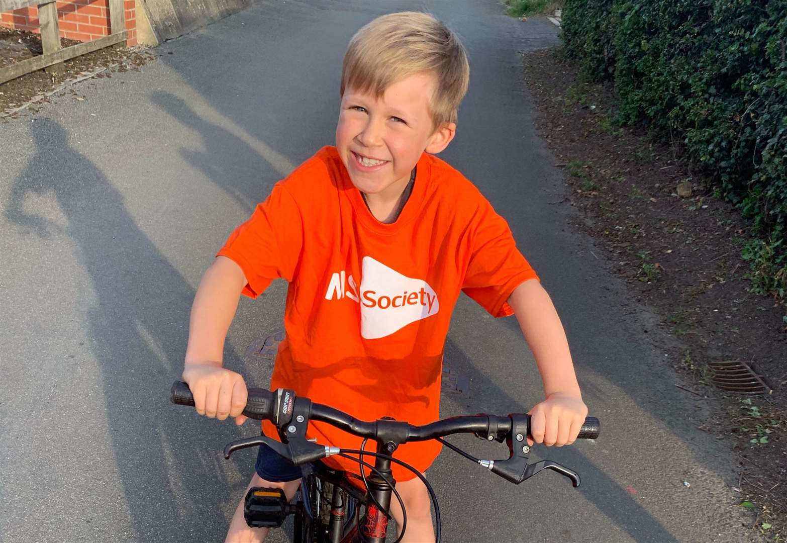Schoolboy learns to ride his bike for his dad with Multiple Sclerosis