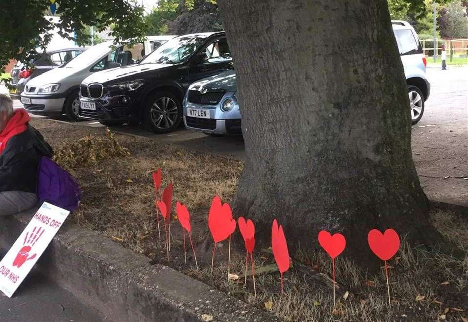 Campaigners replace 'macabre' crosses with love hearts at Grantham Hospital