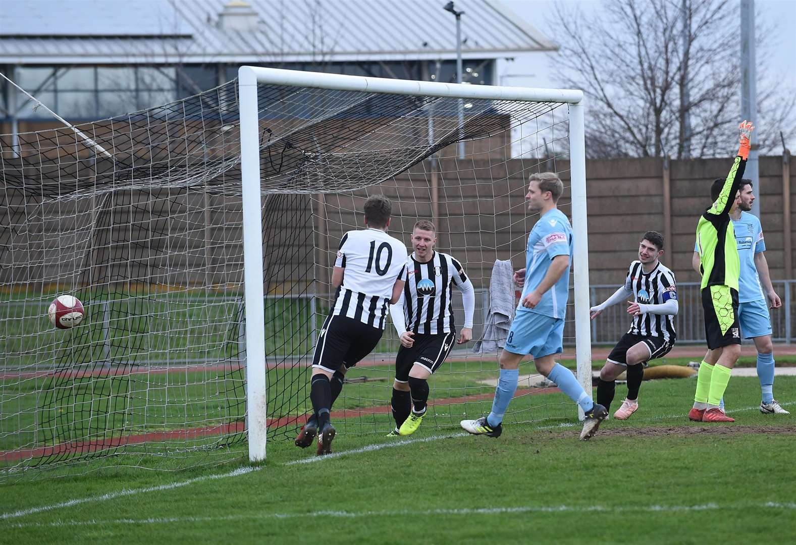 Gingerbreads suffer heavy defeat at The Meres