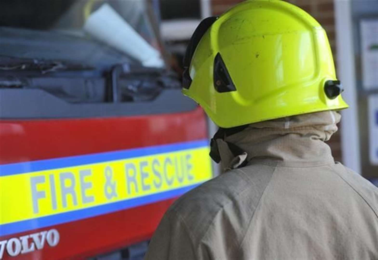 Firefighters tackle car blaze in Grantham street