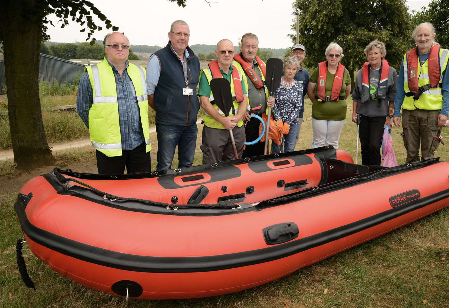 Inflatable dinghy aids Grantham Canal clean up efforts