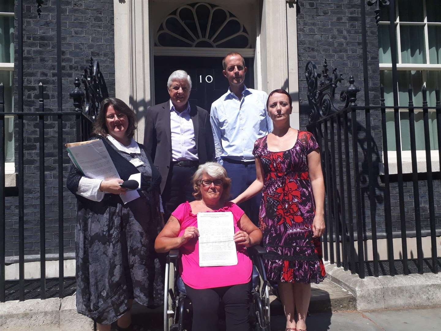 Jayne Dawson hands over the petition at 10 Downing Street. (2920507)