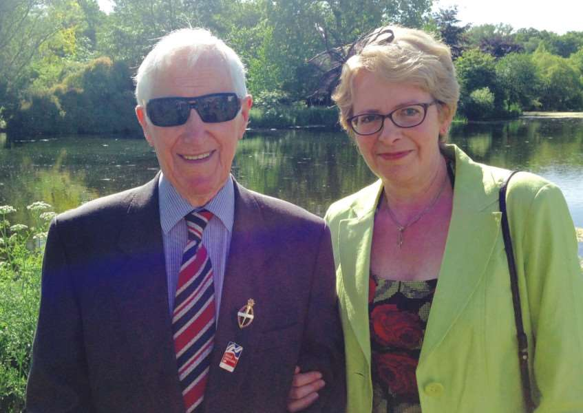Pam MacAllister with her father Edward King who has been supported by Blind Veterans UK.