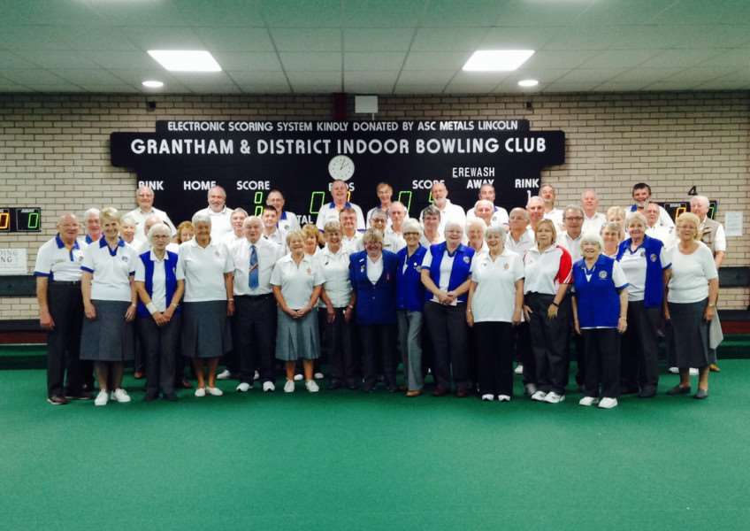 Grantham and Erewash bowls teams.