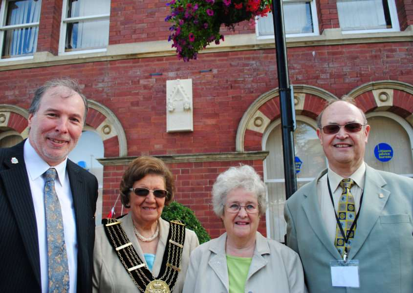 At the unveiling of the plaque to commemorate Queen Eleanor are, from left, Coun Ian Selby, Mayor of Grantham Coun Jackie Smith, Ruby Stuckey MBE, and Grantham Civic Society chairman Courtney Finn. Photo: 0337A