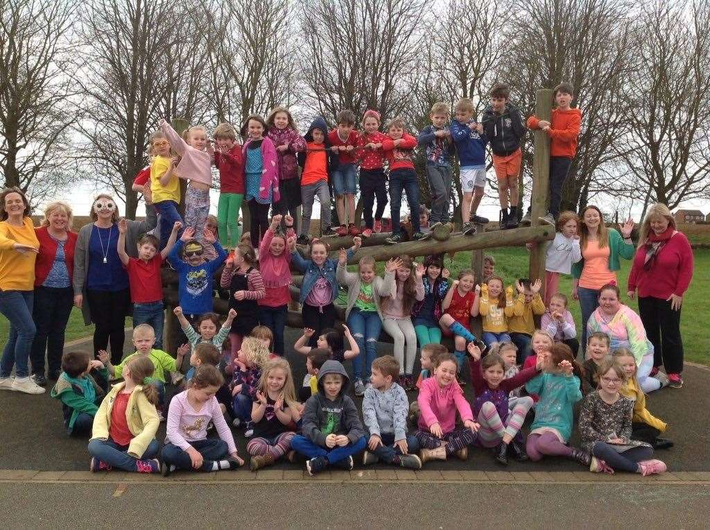 Pupils at Caythorpe Primary School wore bright colours. (32043863)