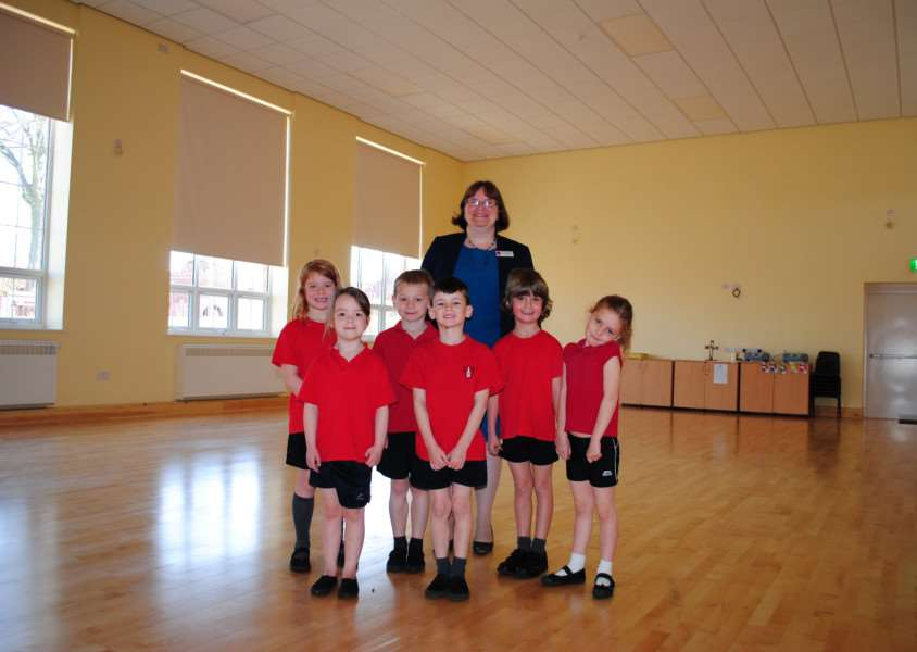 Headteacher Helen Hilton with children in the new hall at Little Gonerby Infant School in Grantham. Photo: 0327A