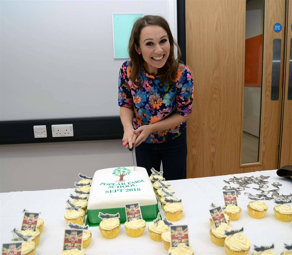 Tv presenter Jen Pringle tucked into some Poplar Farm cake. (4181154)