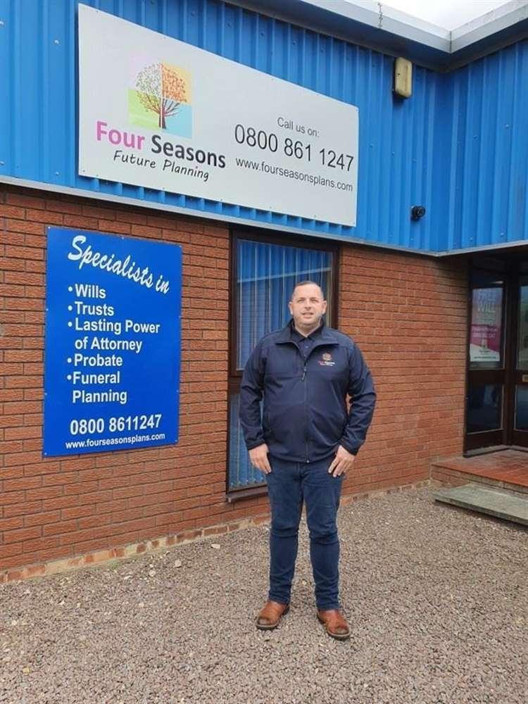 Matthew Wainwright is fundraising for new defibrillators (41300312)