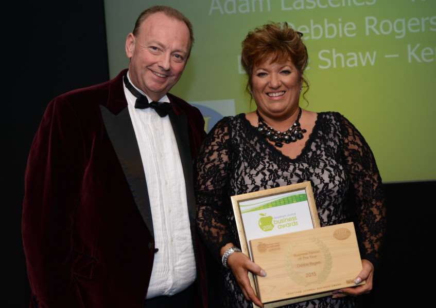 Sponsor Mark Bates presents Debbie Rogers with her award.