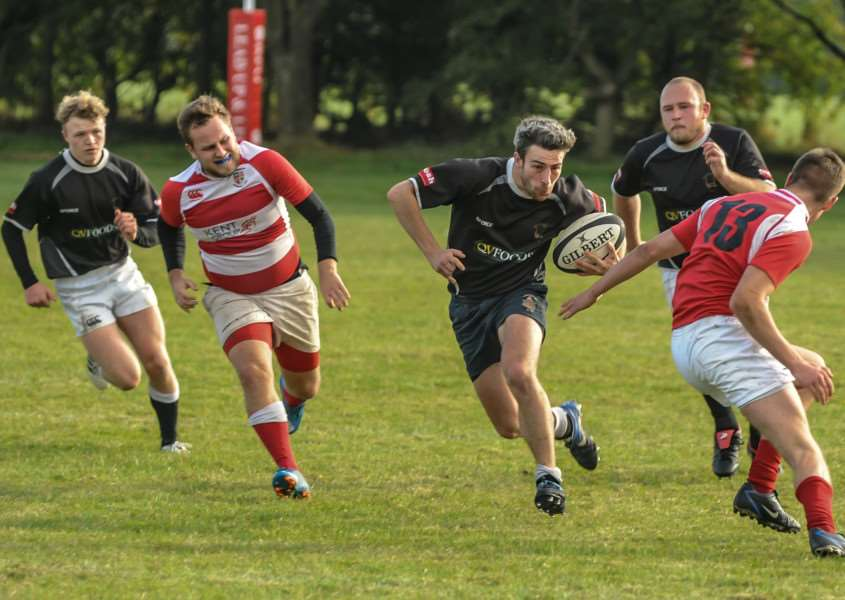 Action from Kesteven 2nd v Notts Moderns. Photo: Rob Parkin