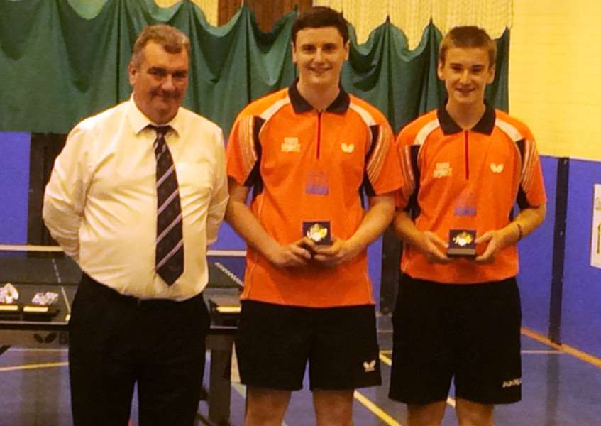 Matt Leete (right) and England B team-mate James Hobson collect their silver medals.