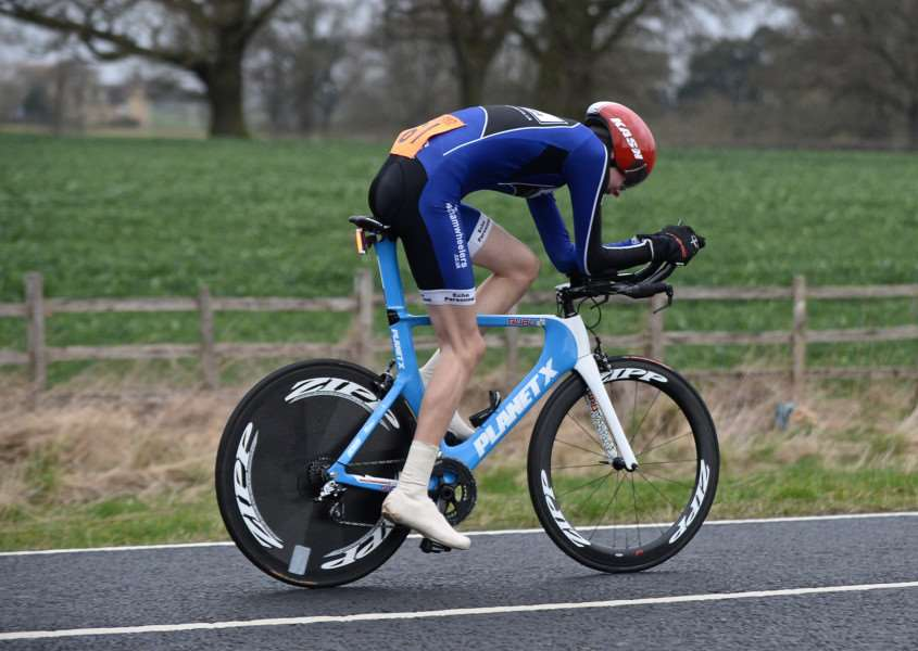 Aero tuck: Reece Egner rides his way to seventh place in the Sleaford Charity 10. Photo: Alan East