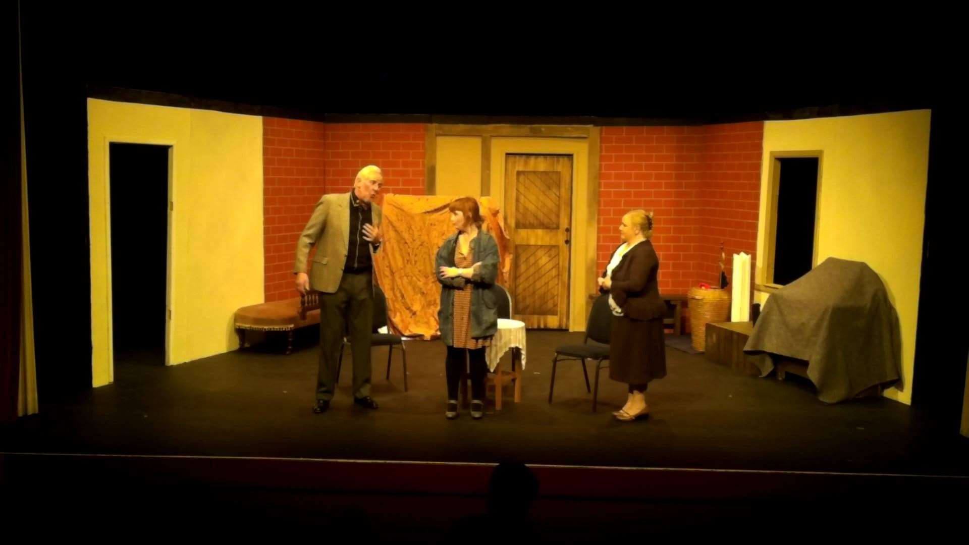 Dress rehearsal, from lef - Gus Sparrow, Ellie Johnson and Verity Connor. (20830914)
