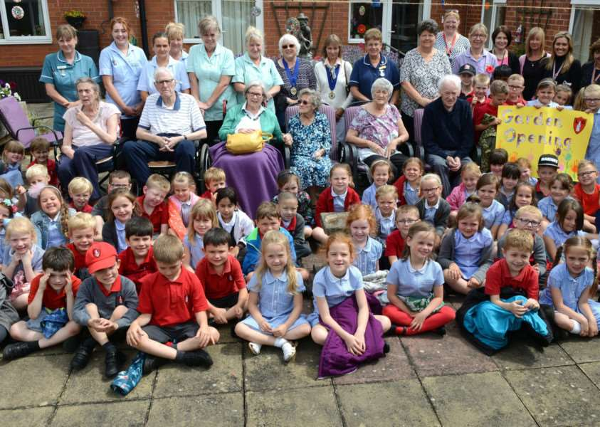 Little Gonerby Infant School pupils and residents of Harrowby Lodge Nursing Home.