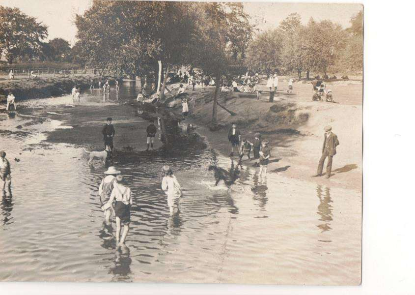 Children playing in the River Witham in 1911 next to the location of Wyndham Park today. Photo courtesy of Lincolnshire County Council Heritage and Libraries