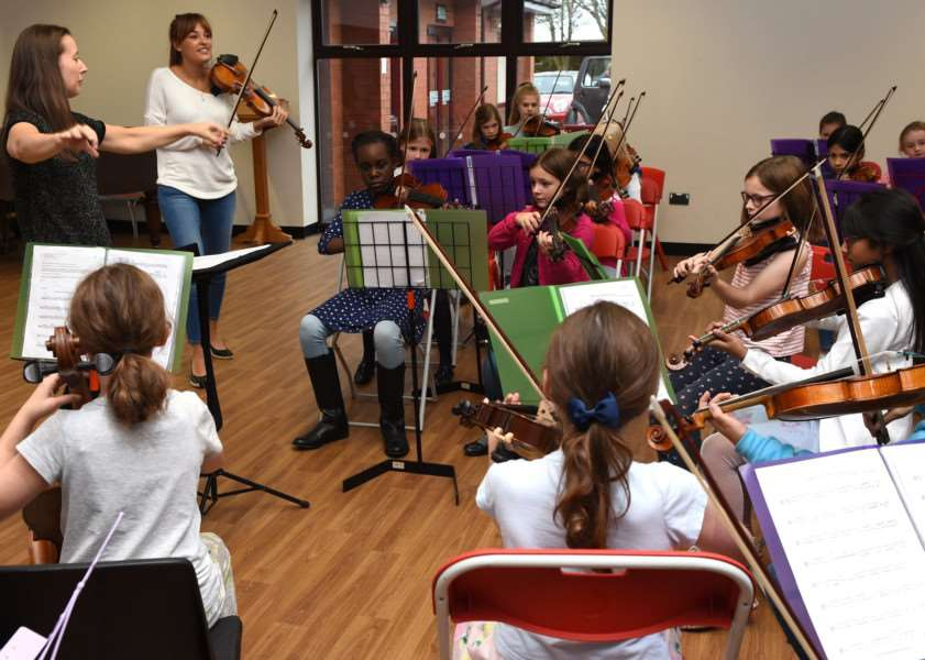 Violinist Nicola Benedetti and cellist Leonard Elschenbroich worked with the Oasby Music Group last week.