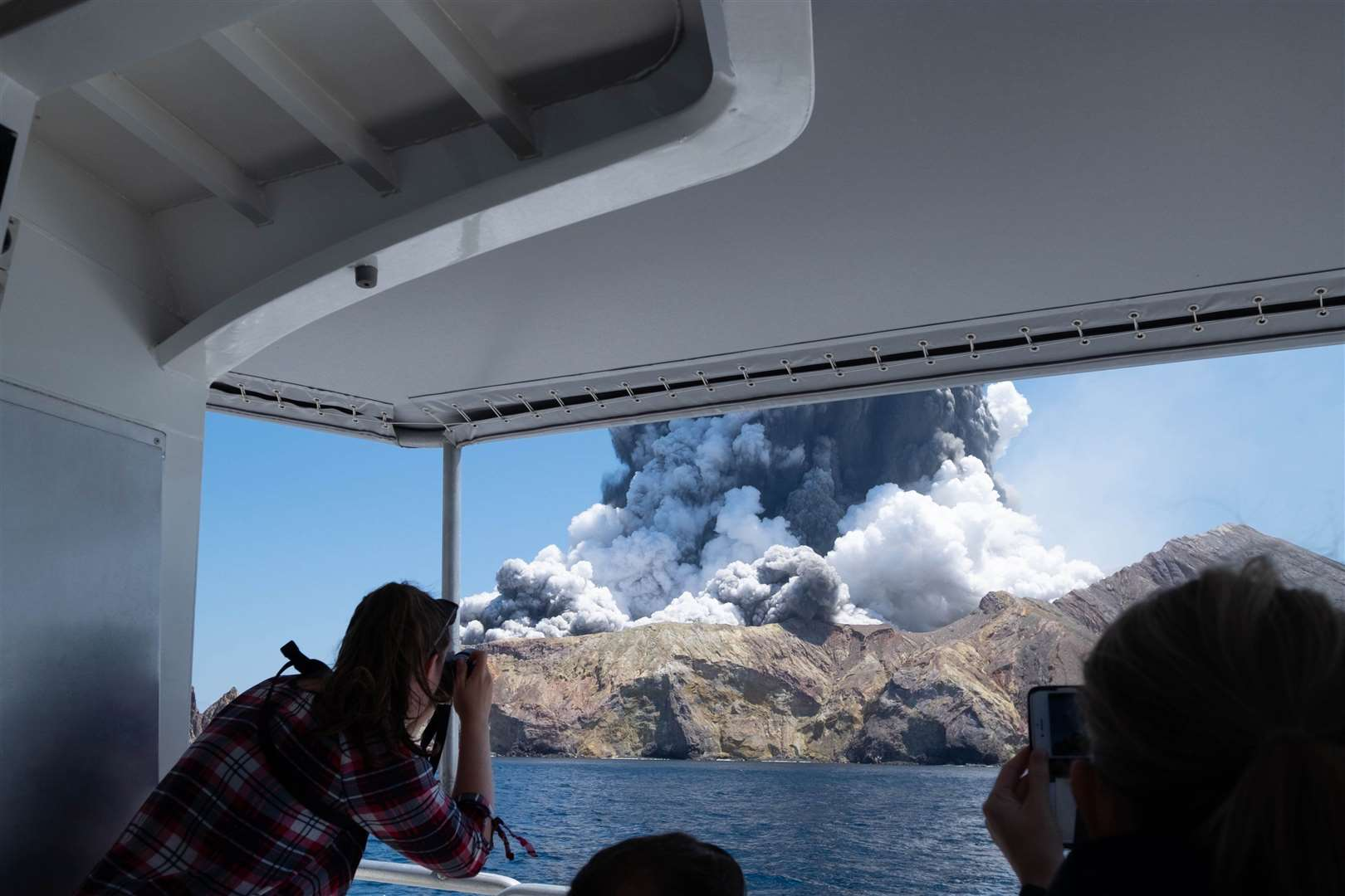 Picture taken of the erupting volcano in New Zealand by Michael Schade. (23835592)