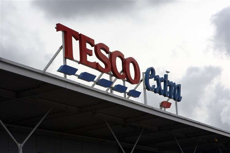 NHS staff can browse Tesco stores before the checkouts are opened (32298173)