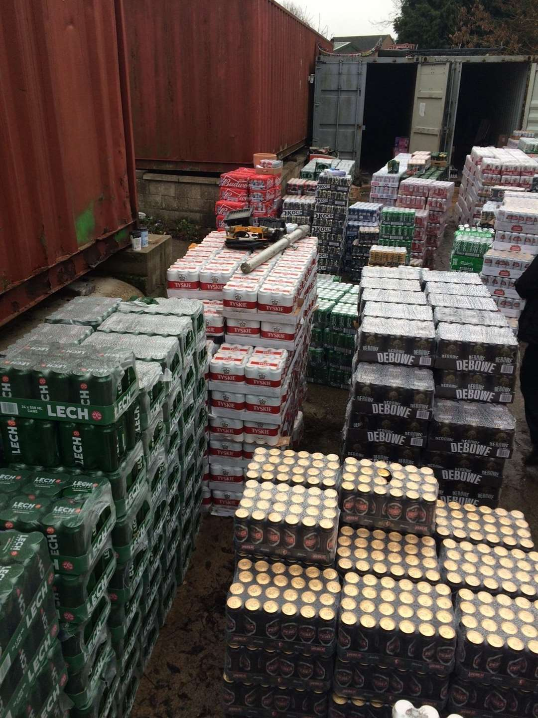 Massive counterfeit cigarett and alcohol siezure in Grantham. (5833770)