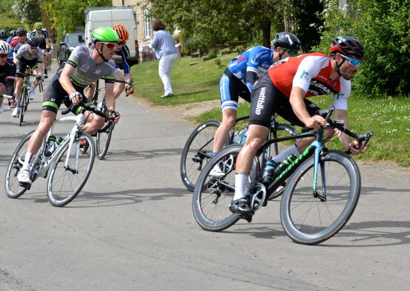 Steve Young in action in the GA Bennett road race. Photo: Alan East