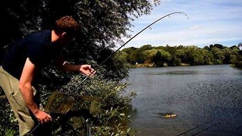 Josh Burrows - Playing a carp in his qualifying quarter final against Mark Mayall. (8153912)