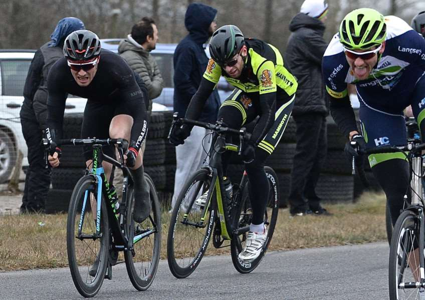 Steve Young (left) sprints for eighth place at Darley Moor. Photo: Alan East