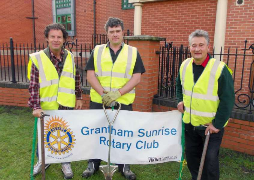 Members of Grantham Sunrise Rotary plant spring bulbs