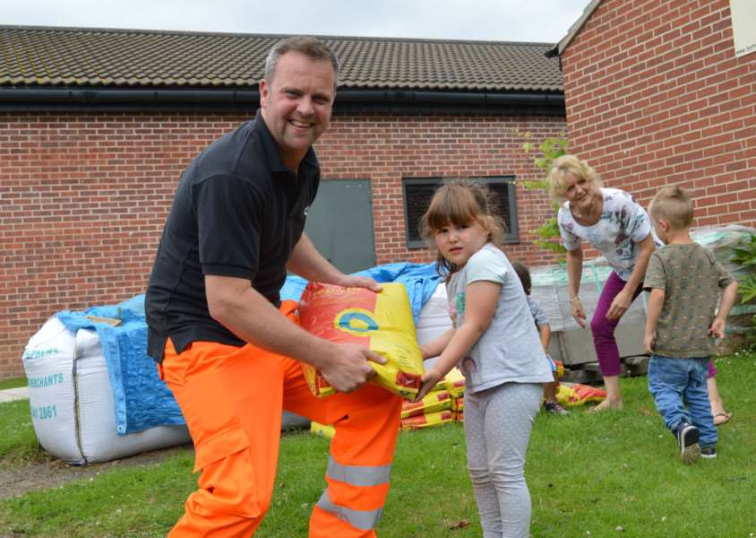 Tim Hotchin, Tarmac Barnstone Plant's Manufacturing Coordinator, gets some help from a Bottesford Pre-School pupil.