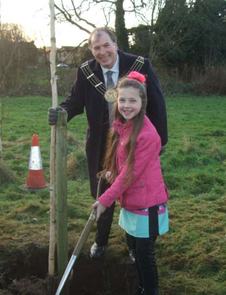 Lucy Smith plants her tree with the help of Mayor of Grantham Ian Selby.