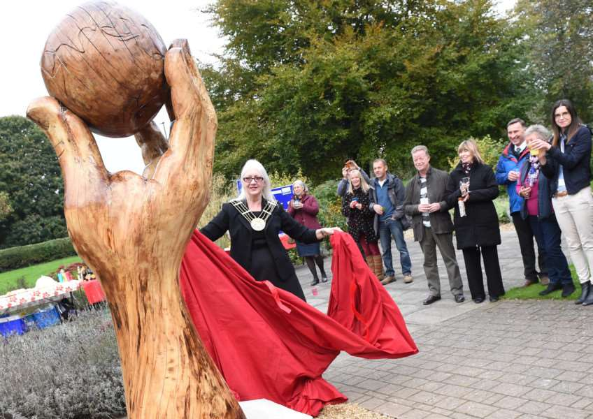 Mayor of Grantham Coun Linda Wootten unveils the apple sculpture in the sensory garden in Wyndham Park.