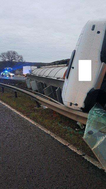 A1 closed after lorry overturns. (6455126)