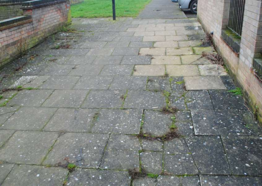 Bird poop a nightmare for neighbours in Kinoulton Court, Grantham.