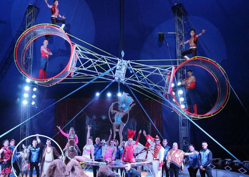 Entertainers at the Circus Mondao