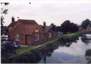 The Rutland Arms, also known as the Dirty Duck, in Woolsthorpe-by-Belvoir. (8479761)