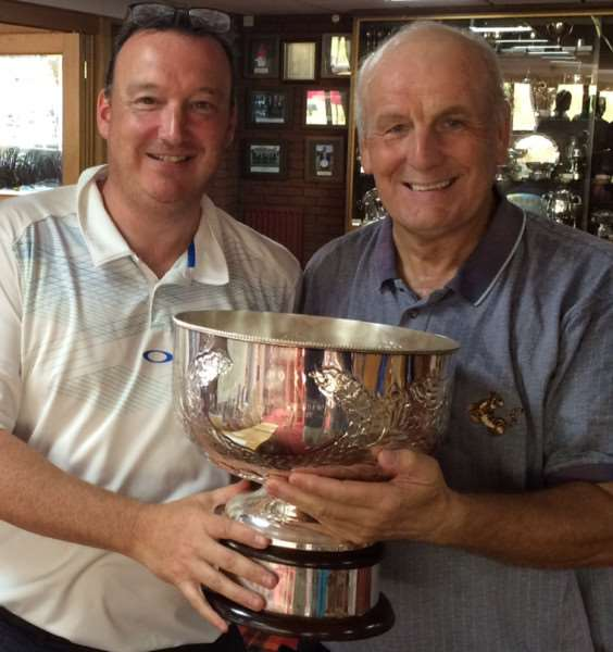Duncan Bagshaw (left) presents the Bowl to winner Phil White.