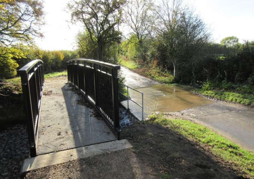 New �10,000 footbridge over the ford at Graby EMN-161125-133437001