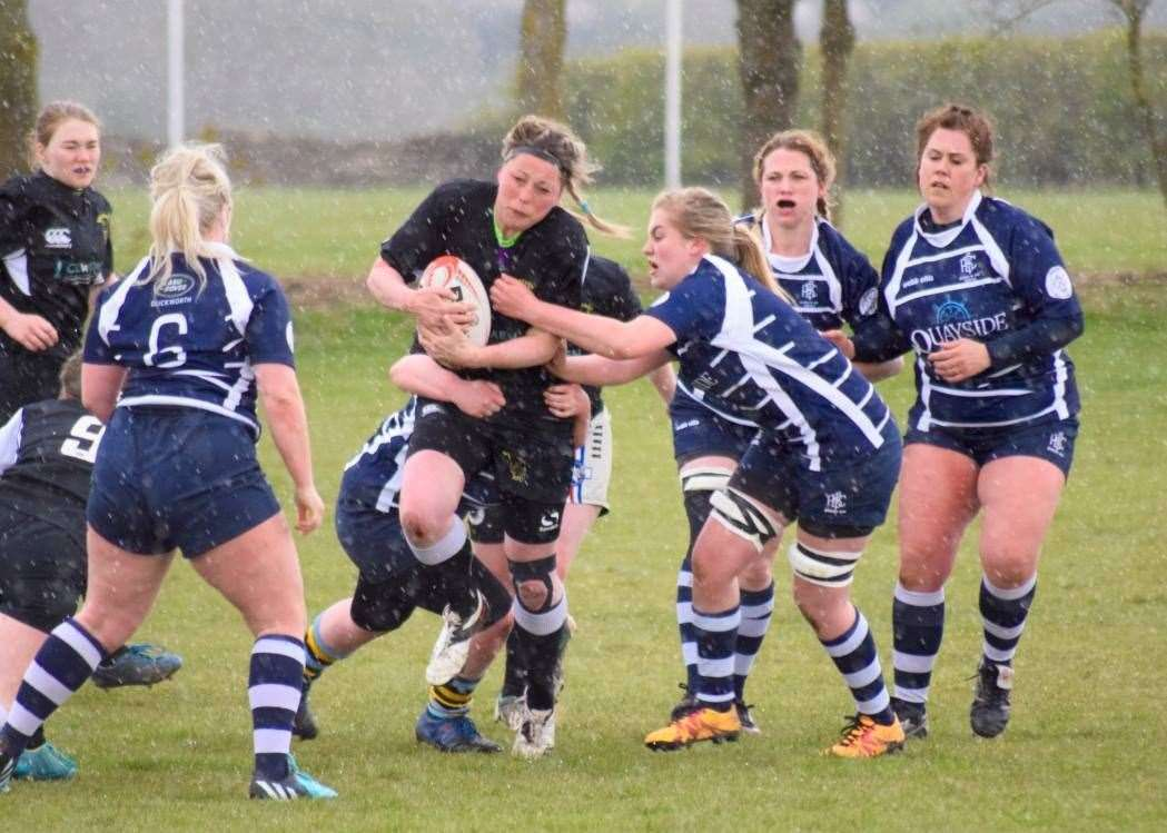 Lauren Smith carried hard for Kesteven Ladies. (9011663)