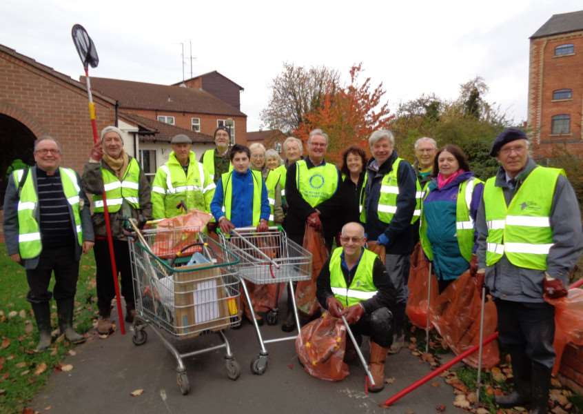Volunteers from Grantham Rivercare