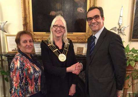 Connie Bruno, of PT Connections, Mayor of Grantham Coun Linda Wootten and Portuguese Consul General Carlo de Sousa Amaro meet in the Mayor's Parlour.