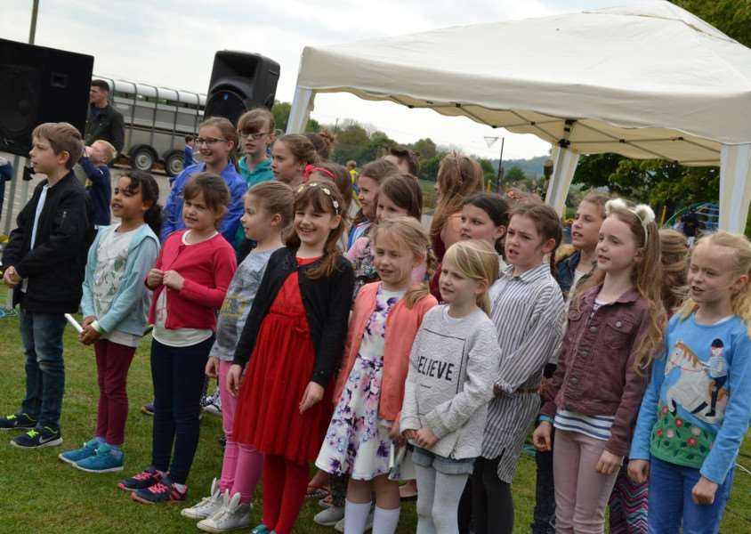 Barkstonbury: the school choir performs