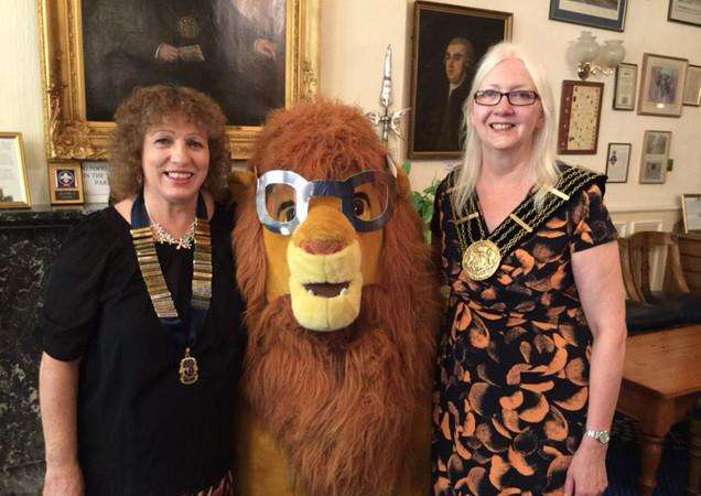 Lions president Sandie Baker, Zimbabwe the Lion and Grantham Mayor Coun Linda Wootten EMN-160921-161040001