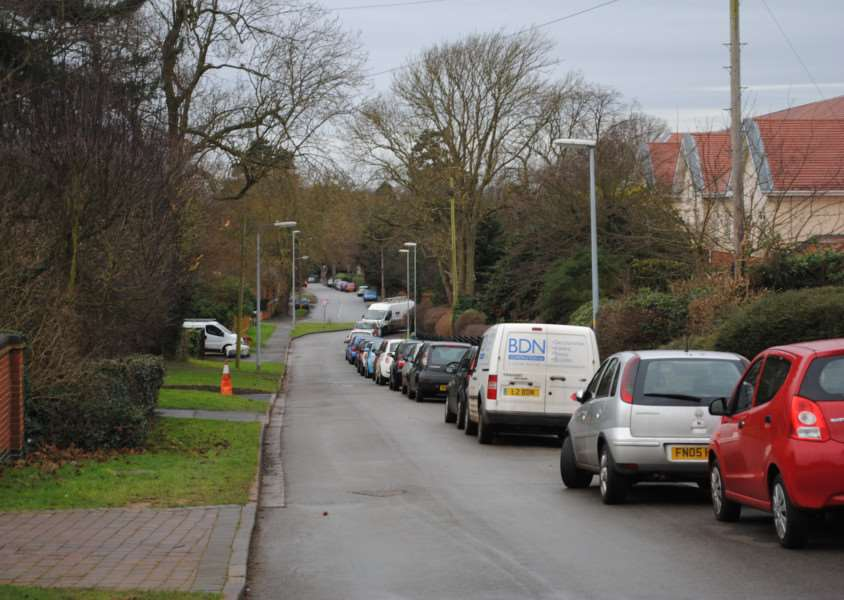 Parking on Beacon Lane, Grantham. EMN-150502-153800001